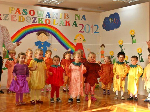 """Pasowanie na przedszkolaka – gr. II """"Tęczowe ludki"""" – 2012"""