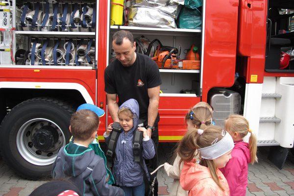 Wycieczka do Straży Pożarnej – grupy młodsze