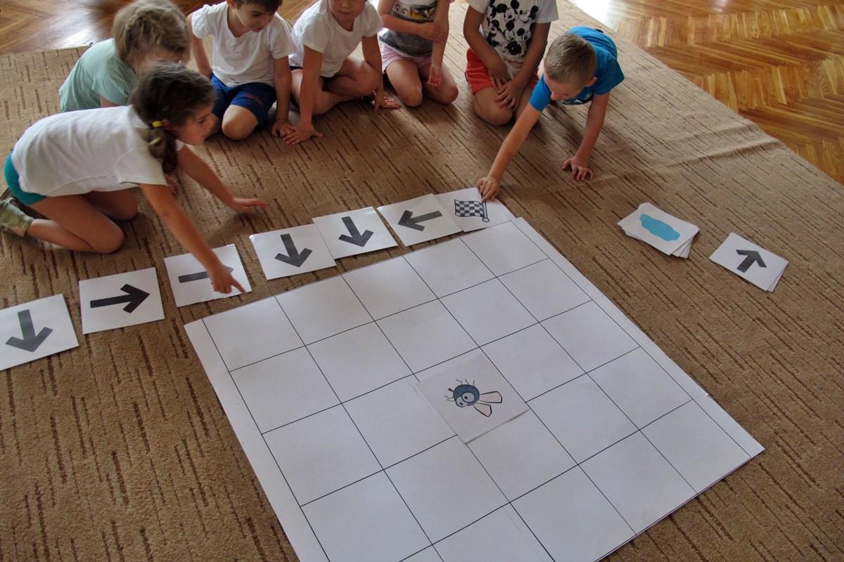 Kodowanie Na Dywanie W Gr Iii Zajączki Przedszkole