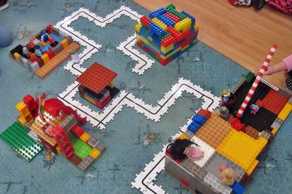 Wioska Świętego Mikołaja…czyli budujemy, układamy, kodujemy…