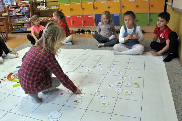 Poznajemy miesiące – Uczymy Dzieci Programować